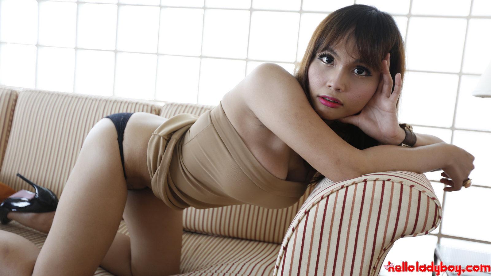 Ja Ladyboy порно модель